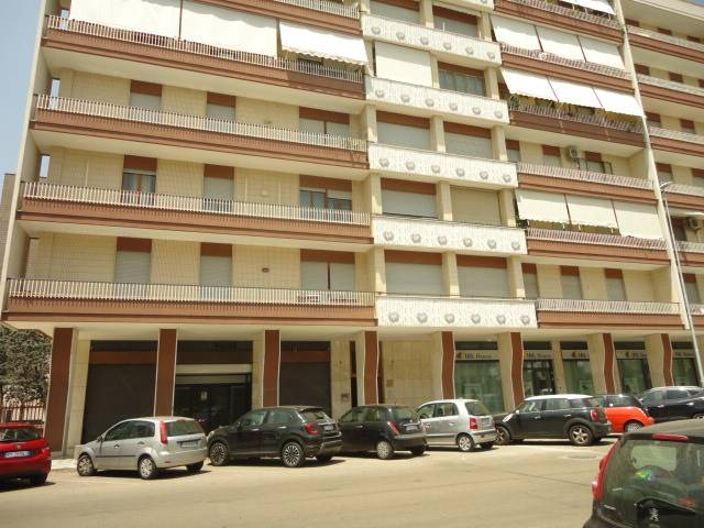SALESIANI, LECCE, Shop for rent of 90 Sq. mt., Energetic class: G, Epi: 203,53 kwh/m3 year, placed at Ground on 6, composed by: 1 Room, 1 Bathroom,