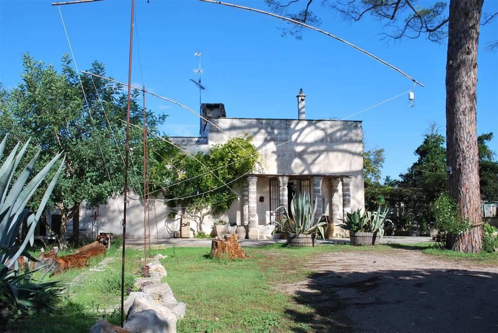 Casa contadina finemente ristrutturata ai bordi di Magliano, frazione di Carmiano, a 10 Km da Lecce, Città d'Arte ed a 20 Km dalle spiagge dello