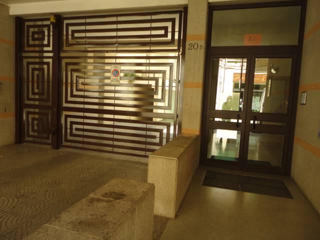 In zona centralissima e servita , a due passi da Piazza Mazzini, proponiamo rifinito appartamento completamente arredato,parquet nella zona living e