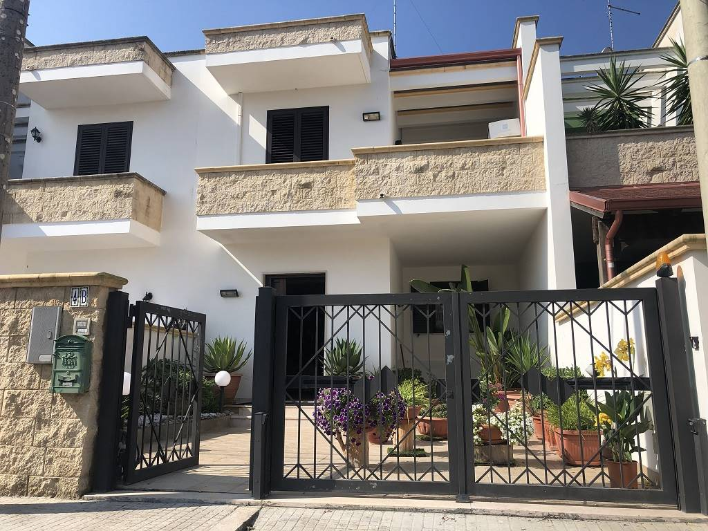 MERINE, LIZZANELLO, Terraced house for sale of 168 Sq. mt., Excellent Condition, Heating Individual heating system, Energetic class: F, Epi: 115,086