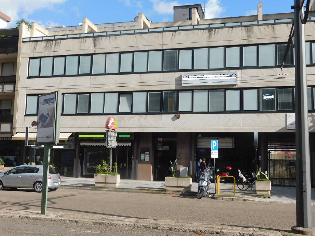 P. PARTIGIANI, LECCE, Office for sale of 90 Sq. mt., Excellent Condition, Heating Individual heating system, Energetic class: D, Epi: 135,1 kwh/m3