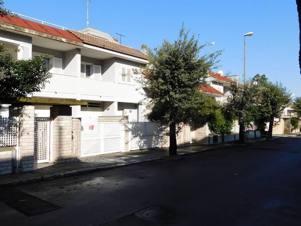 Villa in Viale Delle Querce  31, Castromediano, Lecce
