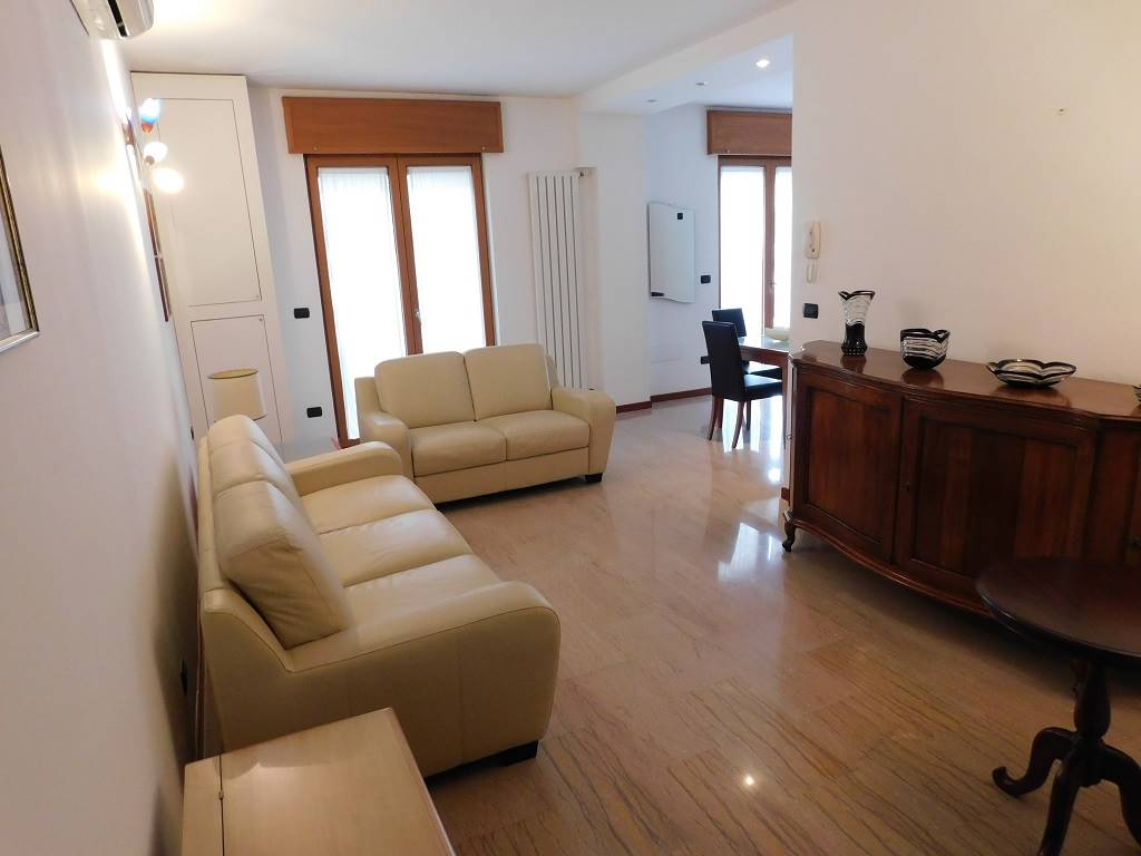 MAZZINI, LECCE, Apartment for rent of 75 Sq. mt., Excellent Condition, Heating Individual heating system, Energetic class: E, Epi: 73,57 kwh/m2 year,