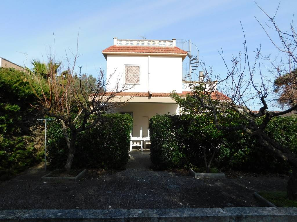 TORRE SPECCHIA RUGGERI, MELENDUGNO, Villa zu verkaufen von 116 Qm, Bewohnbar, Energie-klasse: G, Epi: 226,52 kwh/m2 jahr, am boden Land,