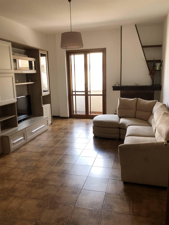 A pochi passi dal centro di Lecce, vicino alla Villa Comunale, luminoso appartamento con terrazzo di proprieta'. L'immobile e' composto da ingresso,
