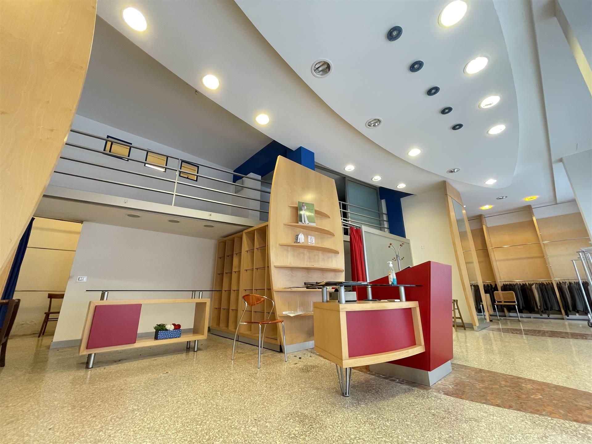 MAZZINI, LECCE, Gewerbelokal zu verkaufen von 153 Qm, Beste ausstattung, Heizung Unabhaengig, Energie-klasse: G, Epi: 324,1 kwh/m3 jahr, am boden