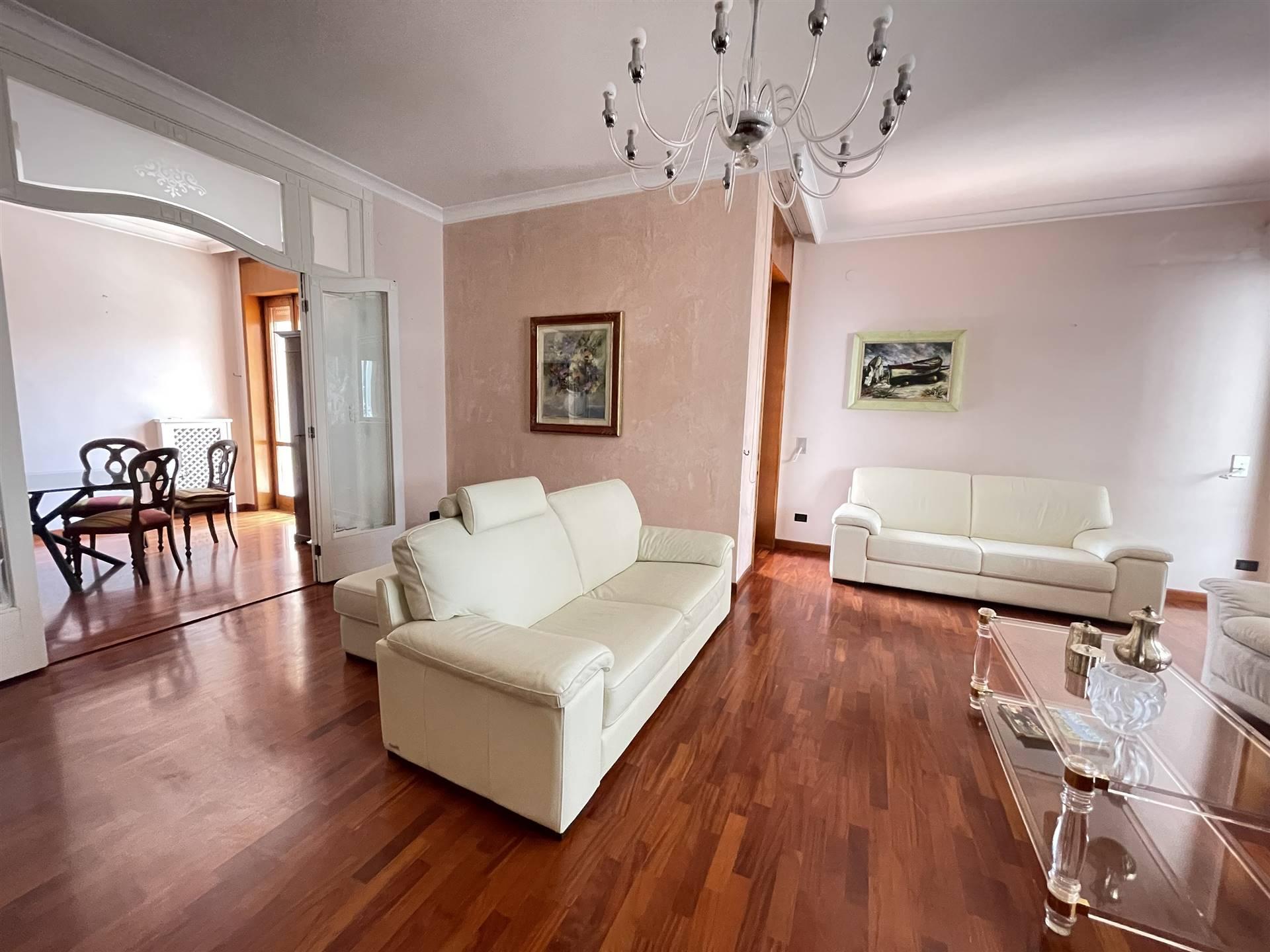 MAZZINI, LECCE, Wohnung zu verkaufen, Beste ausstattung, Heizung Unabhaengig, Energie-klasse: F, Epi: 83,8 kwh/m2 jahr, am boden 1°, zusammengestellt