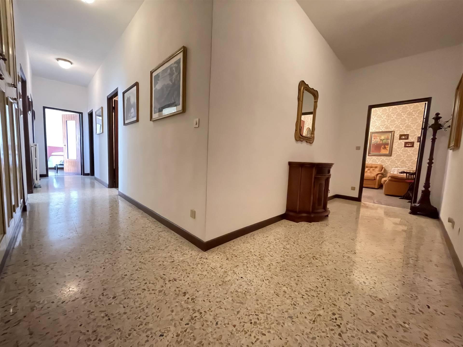 LEUCA, LECCE, Wohnung zu verkaufen, Bewohnbar, Heizung Unabhaengig, Energie-klasse: G, am boden 5°, zusammengestellt von: 4 Raume, , 2 Zimmer, 1