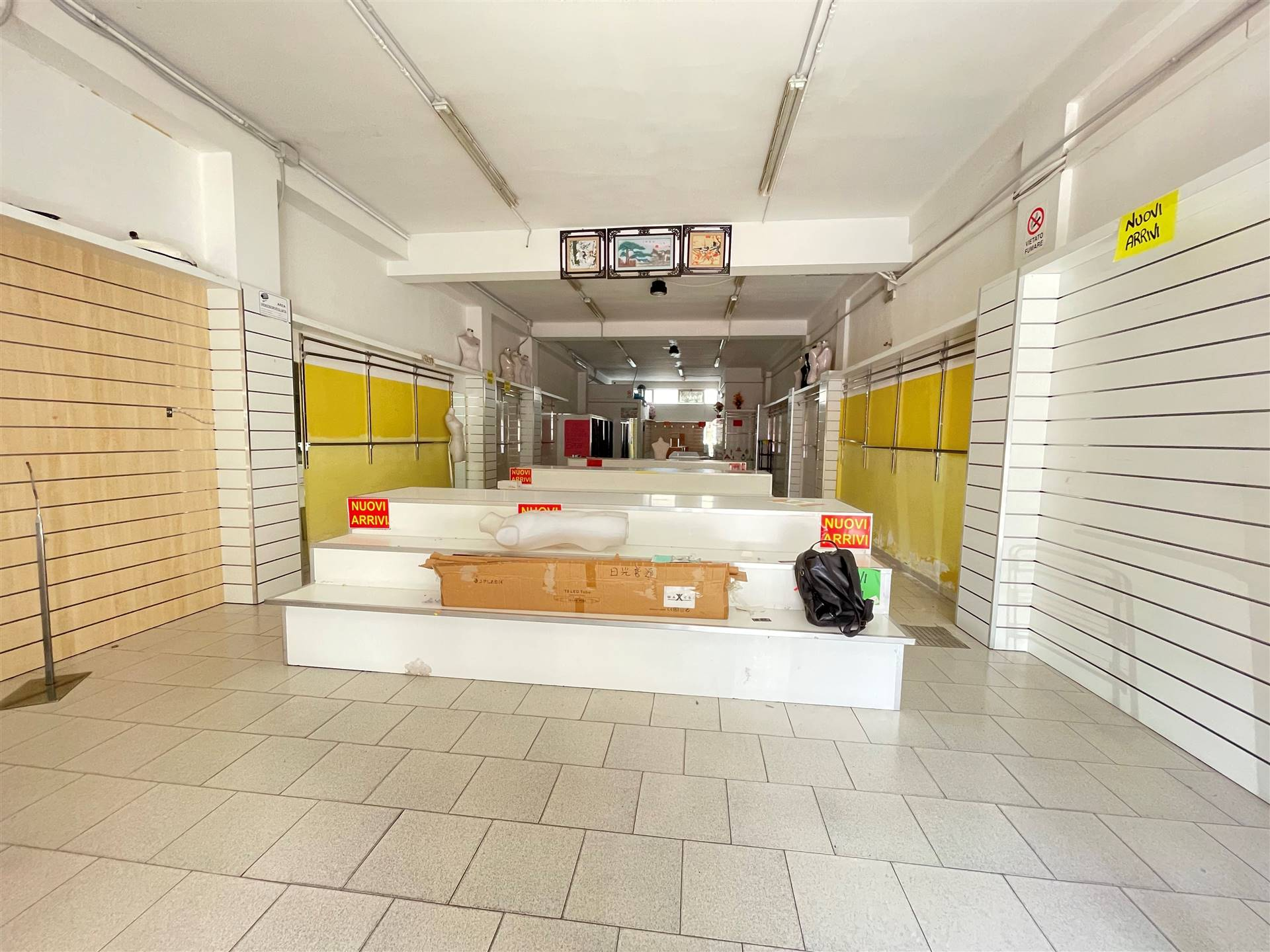 EST, LECCE, Commercialproperty for rent, Good condition, Energetic class: G, Epi: 88,15 kwh/m3 year, placed at Ground, composed by: 1 Room, 1
