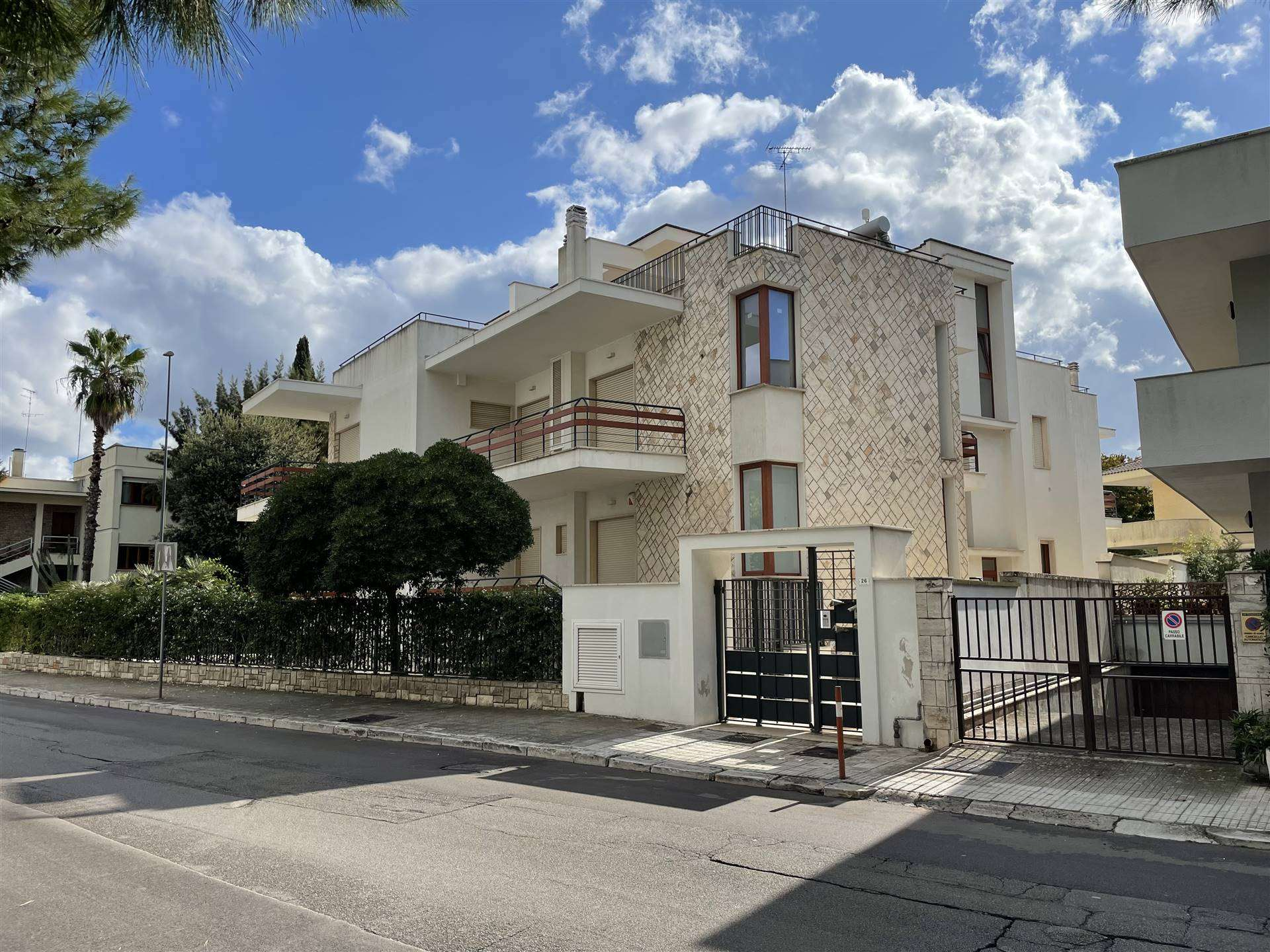 EST, LECCE, Apartment for rent, Restored, Heating Individual heating system, Energetic class: F, Epi: 56,98 kwh/m2 year, placed at 1°, composed by: 4
