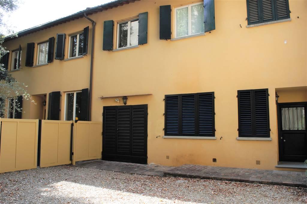 PIAZZA D'AZEGLIO, FIRENZE, Appartement des location de 170 Mq, Excellentes, Chauffage Autonome, Classe Énergétique: G, Epi: 175 kwh/m2 l'année,