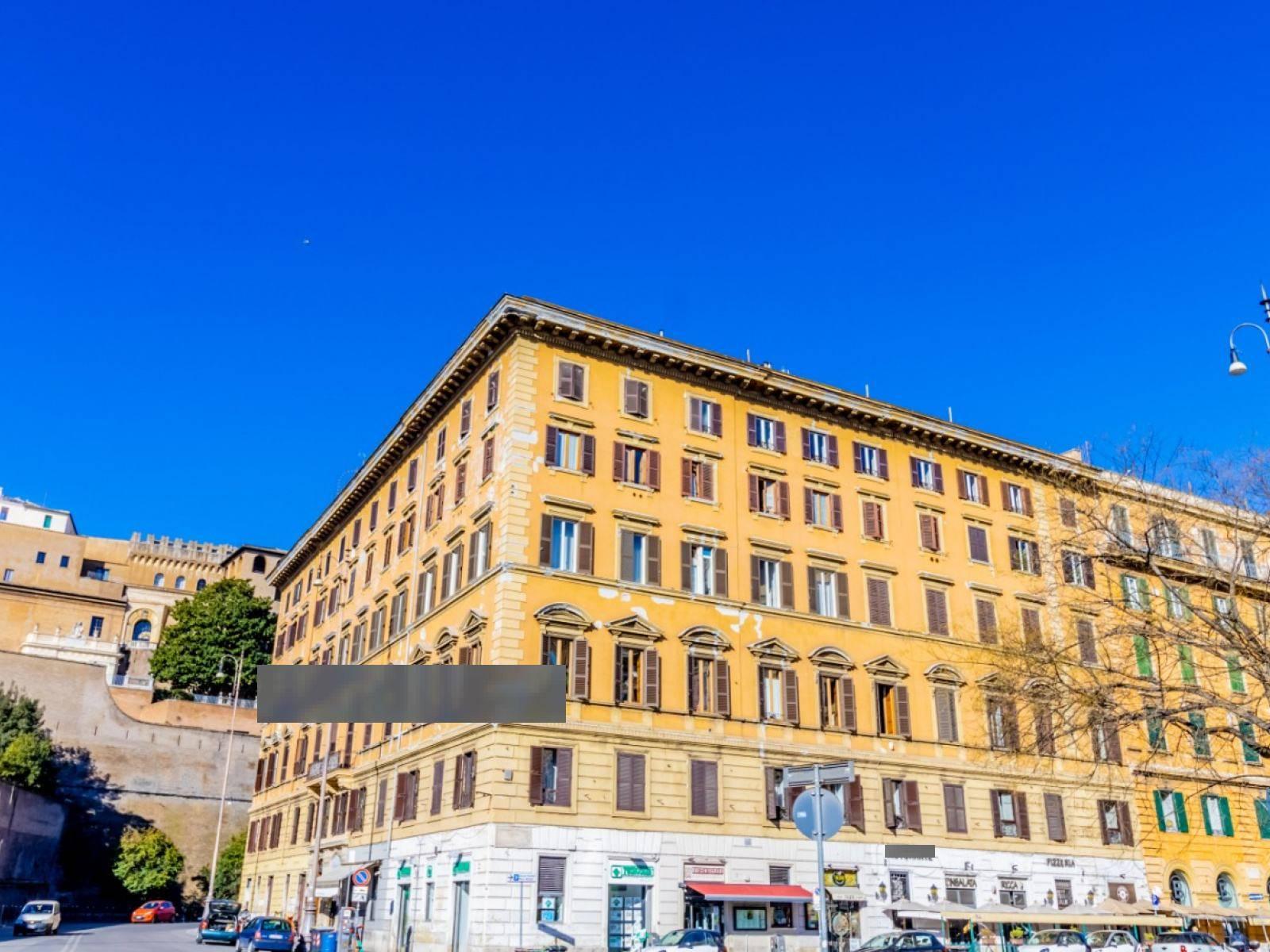 Soluzione Indipendente in vendita a Roma, 4 locali, zona Zona: 30 . Prati, Borgo, San Pietro, prezzo € 650.000   CambioCasa.it