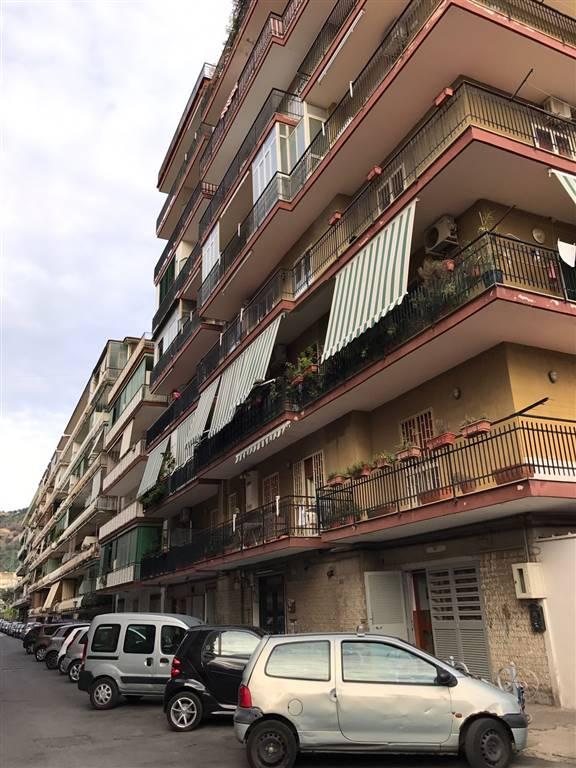 Quadrilocale, Pianura, Napoli, ristrutturato