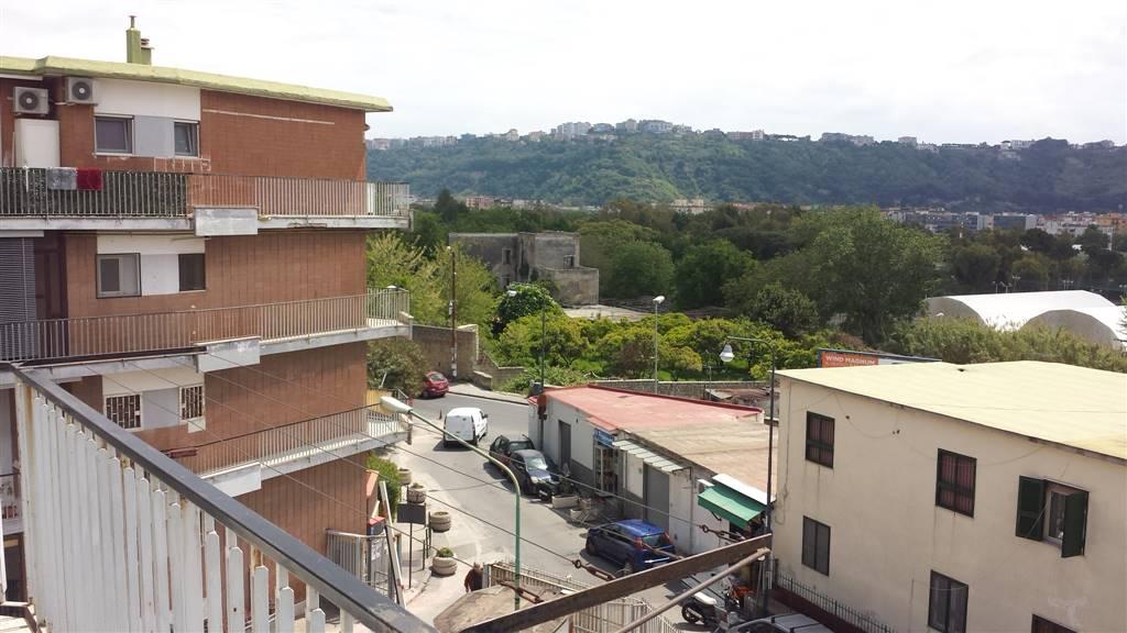 Trilocale in Via Terracina 81, Fuorigrotta, Napoli