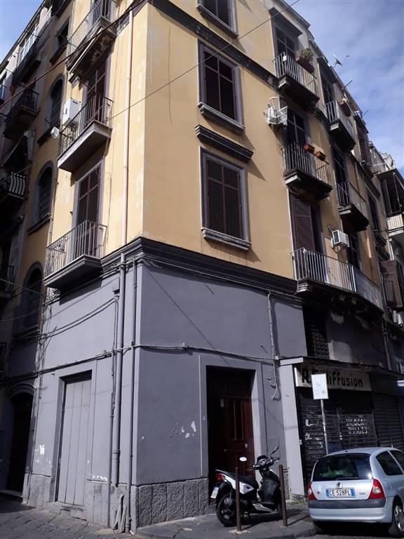 Trilocale in Via S. Giovanni a Mare, Napoli