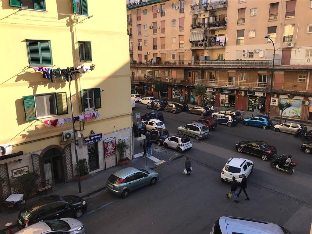 Trilocale in Via Marc'antonio 9, Fuorigrotta, Napoli
