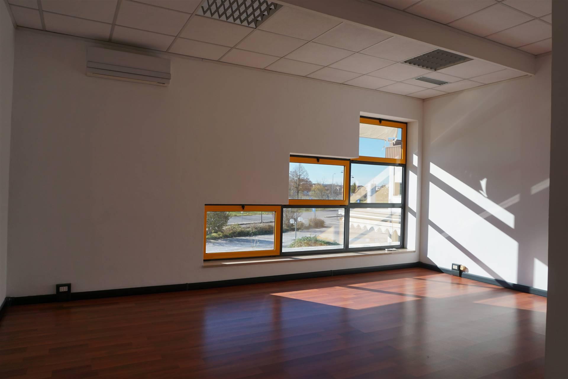 Ufficio / Studio in affitto a Quarto d'Altino, 4 locali, prezzo € 600 | CambioCasa.it
