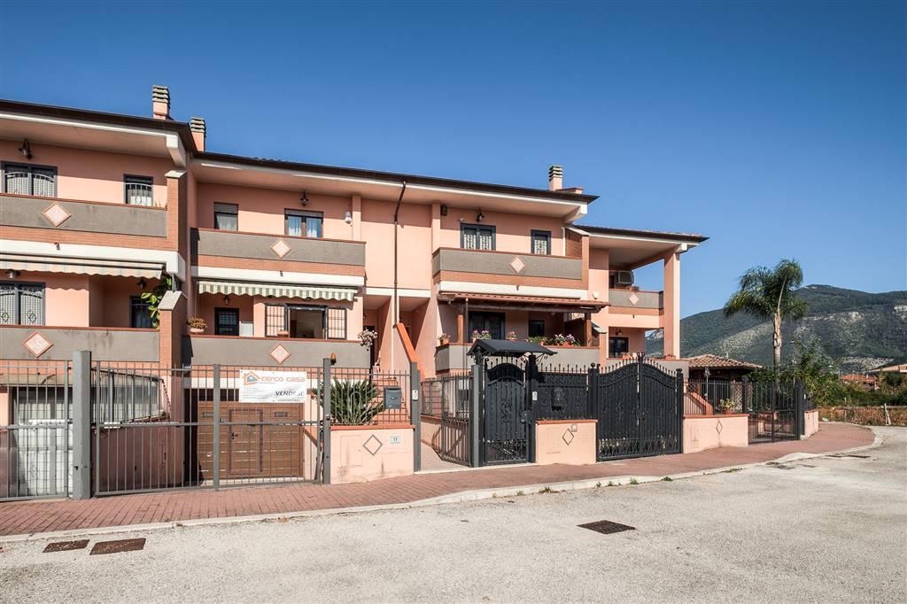 Villa a Schiera in vendita a Sermoneta, 7 locali, zona Località: PONTENUOVO, prezzo € 295.000 | CambioCasa.it