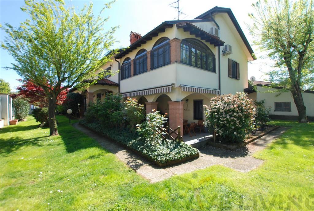 Villa in vendita a Vermezzo, 6 locali, prezzo € 490.000   CambioCasa.it