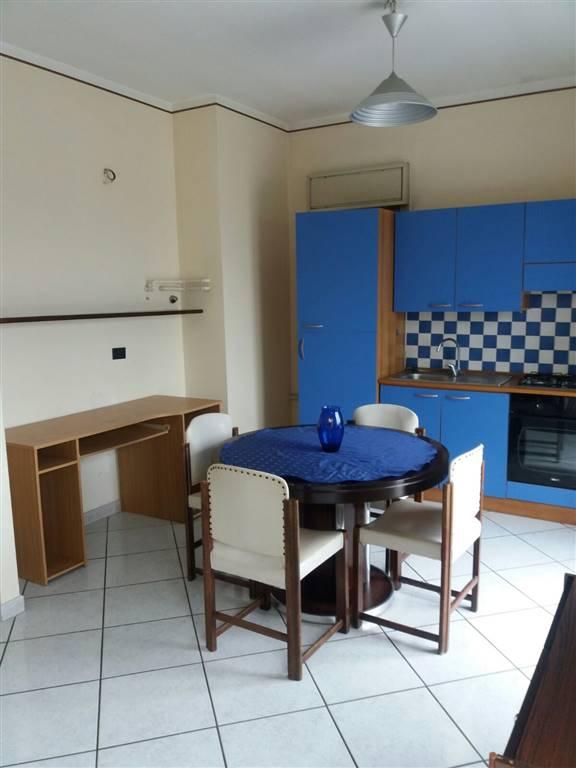 Belpasso, in zona centrale, affittasi solo a referenziati, appartamento arredato, composto da cucina -soggiorno, camera da letto, cameretta, bagno,