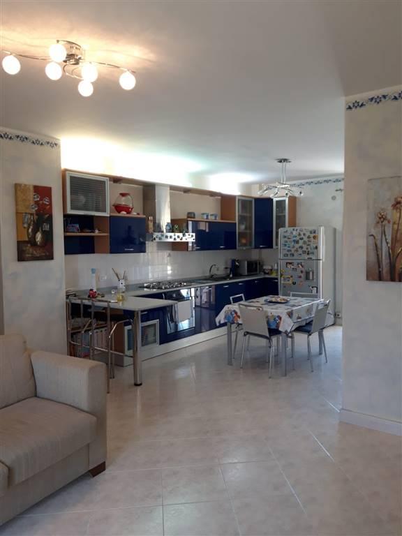 Belpasso, zona Via Fiume, vendesi appartamento , sito al I piano di stabile provvisto di ascensore, così composto: ingresso su cucina/soggiorno,
