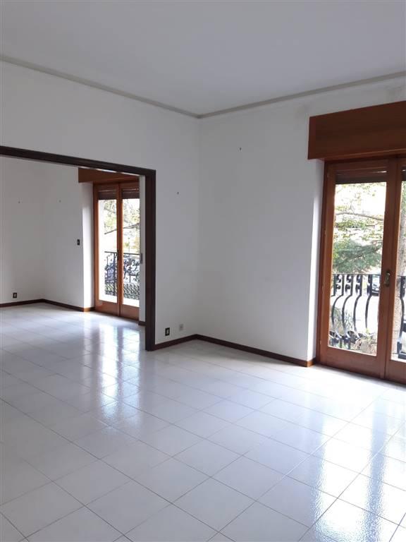 Tremestieri Etneo, zona Canalicchio, affittasi solo a referenziati in un contesto signorile appartamento sito al primo piano di stabile provvisto di