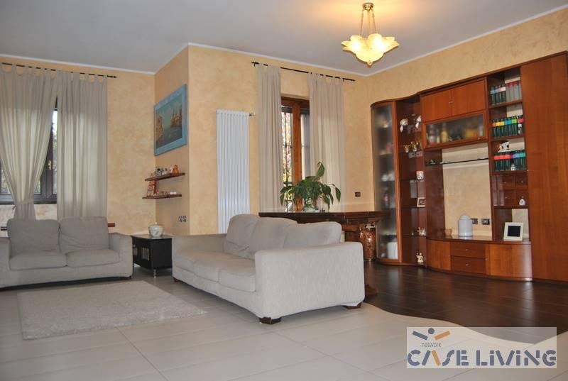 Appartamento in vendita a Cesano Boscone, 4 locali, prezzo € 390.000 | CambioCasa.it