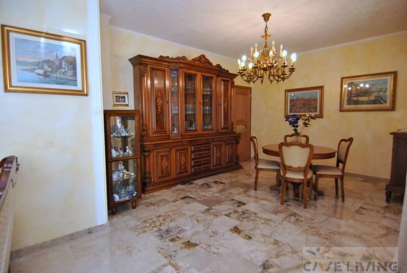 Appartamento in vendita a Cesano Boscone, 4 locali, prezzo € 295.000 | CambioCasa.it