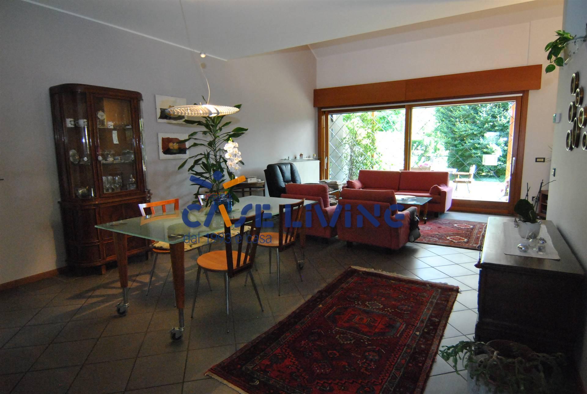 Appartamento in vendita a Boltiere, 4 locali, prezzo € 305.000 | PortaleAgenzieImmobiliari.it
