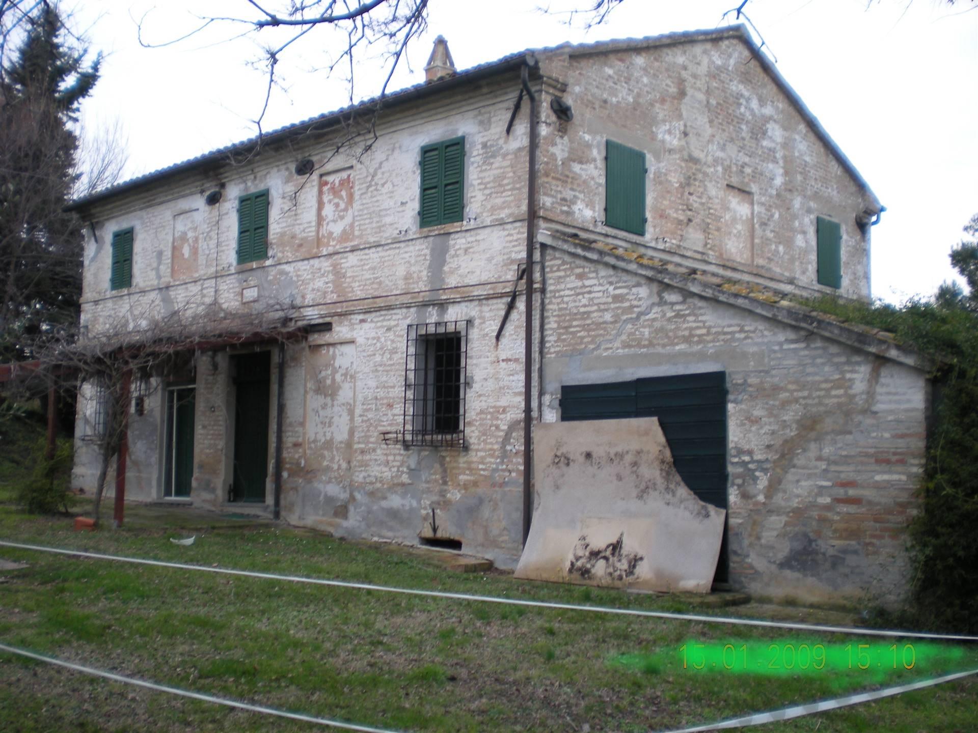 Rustico / Casale in vendita a Senigallia, 10 locali, zona Località: SCAPEZZANO, prezzo € 210.000 | CambioCasa.it