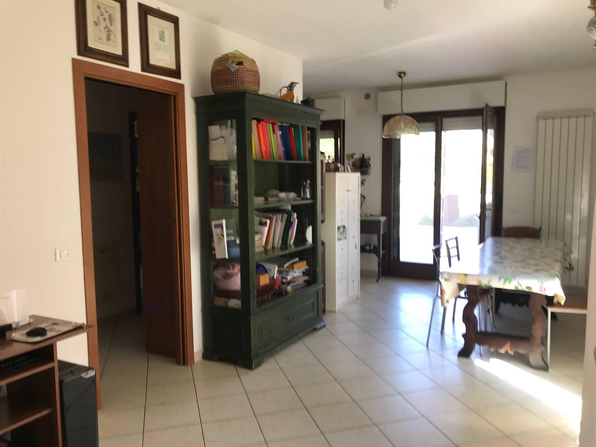 Appartamento in vendita a Ostra, 4 locali, zona Zona: Casine, prezzo € 120.000   CambioCasa.it