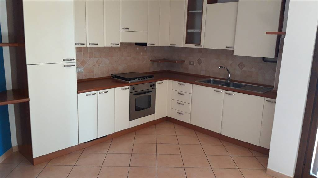 Appartamento in affitto a Maiolati Spontini, 4 locali, zona Zona: Moie, prezzo € 400 | CambioCasa.it