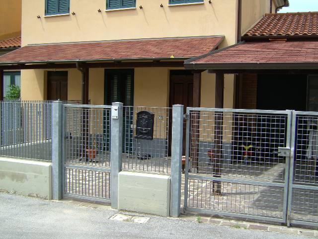Appartamento in vendita a Rosora, 4 locali, prezzo € 70.000 | CambioCasa.it