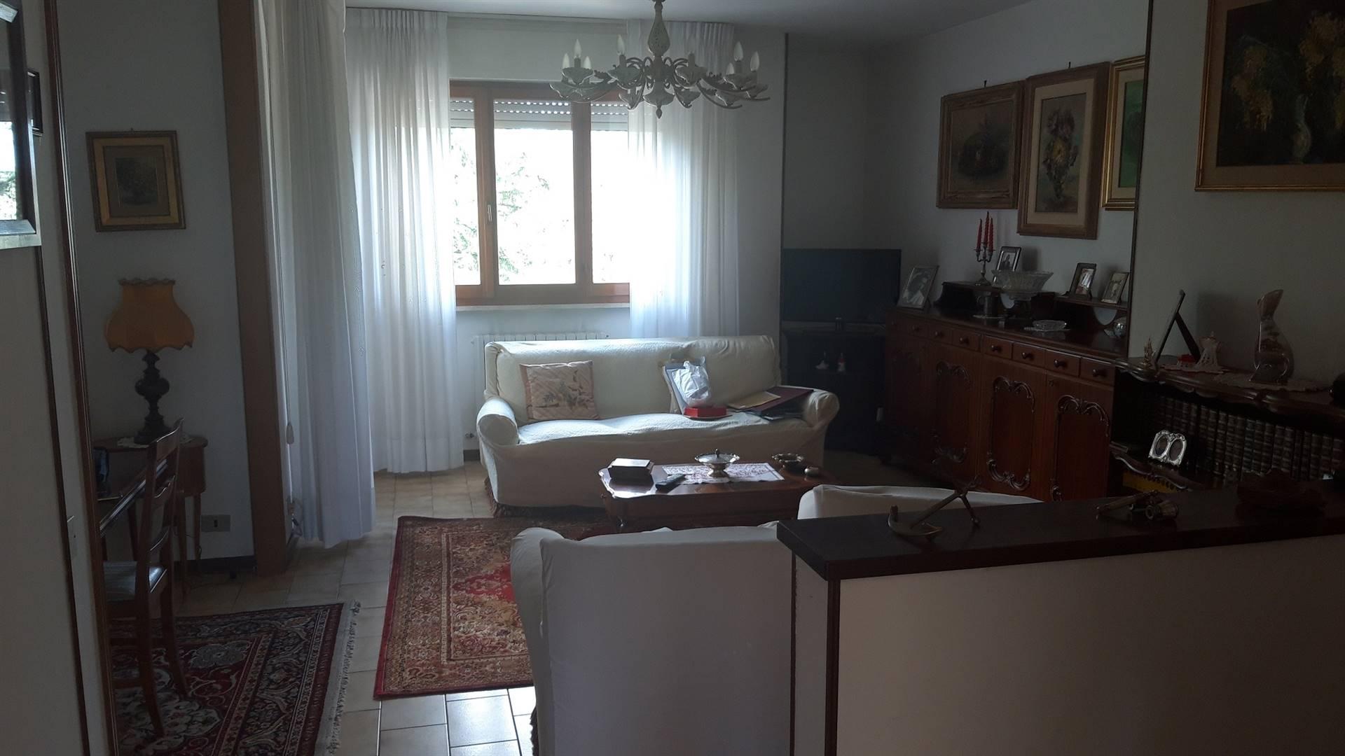 Appartamento in vendita a Jesi, 5 locali, prezzo € 150.000 | CambioCasa.it