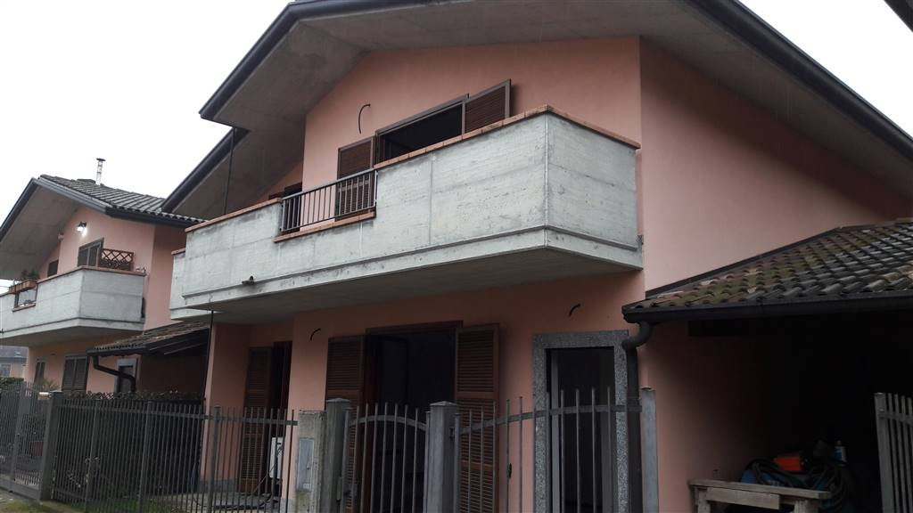 Villa a Schiera in vendita a Biandronno, 4 locali, prezzo € 285.000 | CambioCasa.it