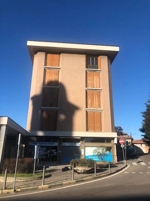 Appartamento in vendita a Cardano al Campo, 3 locali, prezzo € 130.000 | CambioCasa.it