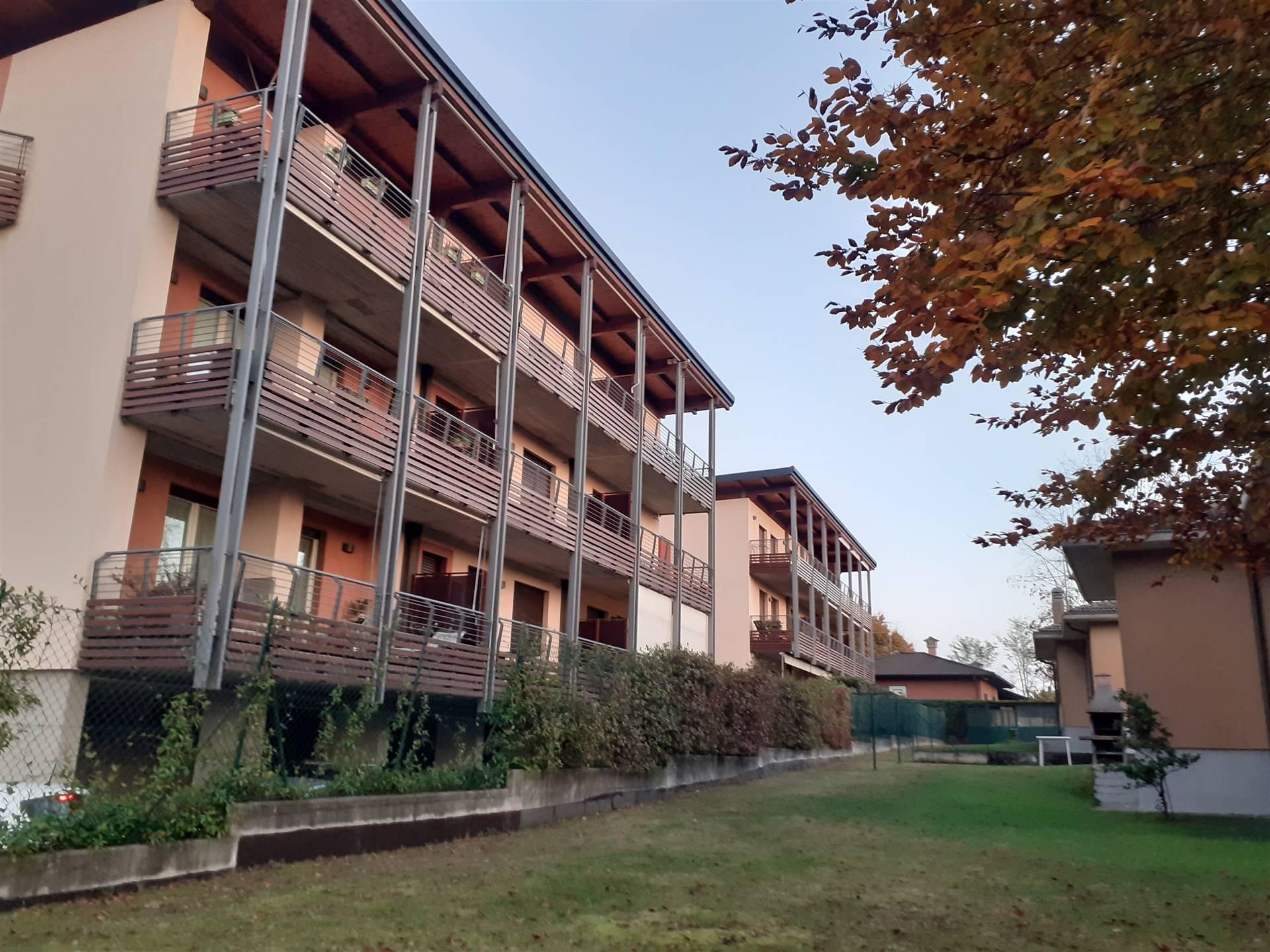 Appartamento in vendita a Gavirate, 3 locali, prezzo € 222.000 | CambioCasa.it