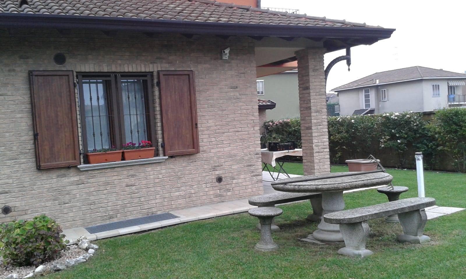 Villa in vendita a Olgiate Olona, 5 locali, zona Zona: Gerbone, prezzo € 590.000 | CambioCasa.it