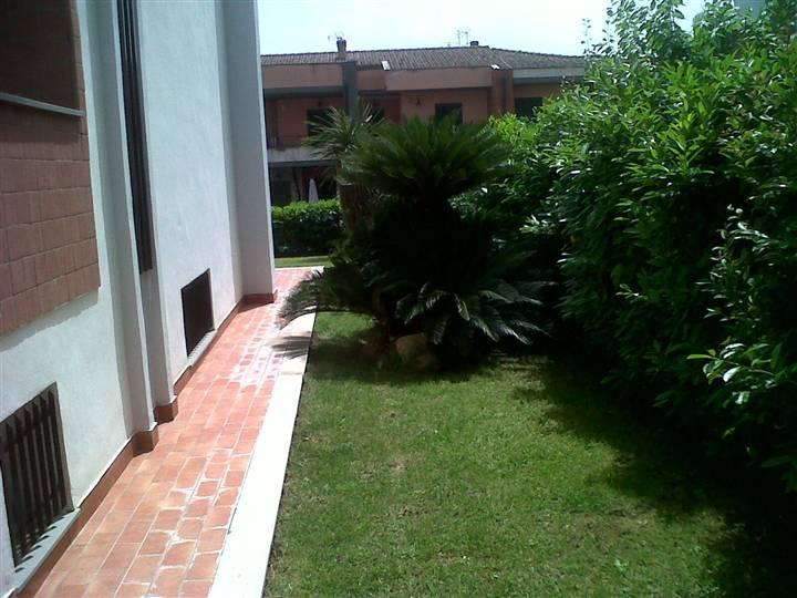 Villa, Latina
