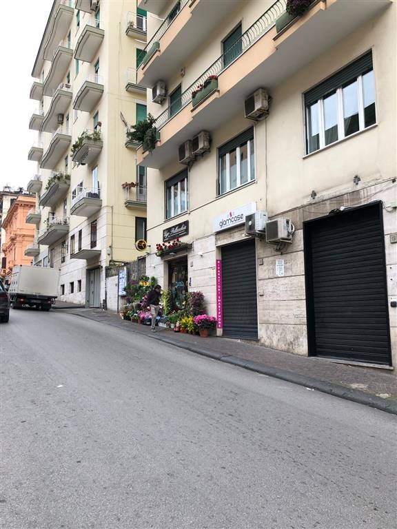 Negozio, Centro, Salerno, in ottime condizioni