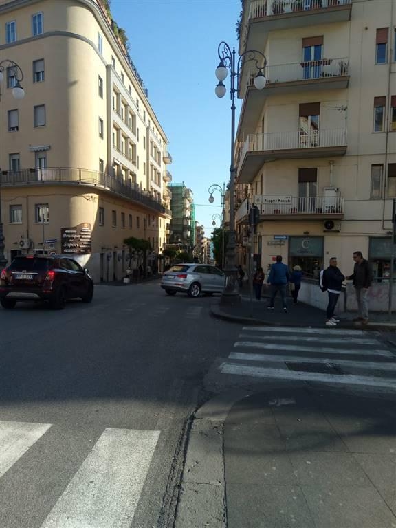 Negozio in Via Generale Gonzaga 5, Centro, Salerno