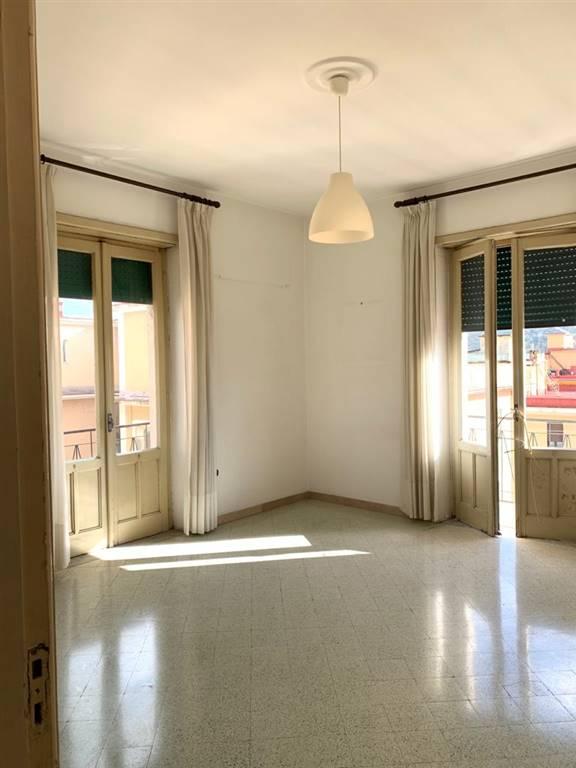 CARMINE, SALERNO, Appartamento in affitto di 130 Mq, Da ristrutturare, Riscaldamento Autonomo, Classe energetica: G, Epi: 175 kwh/m2 anno, posto al