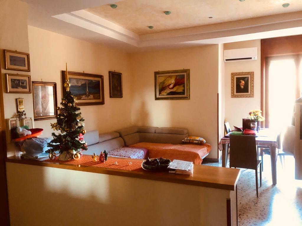 Trilocale in Via Caterina Farina  25, Torrione, Salerno