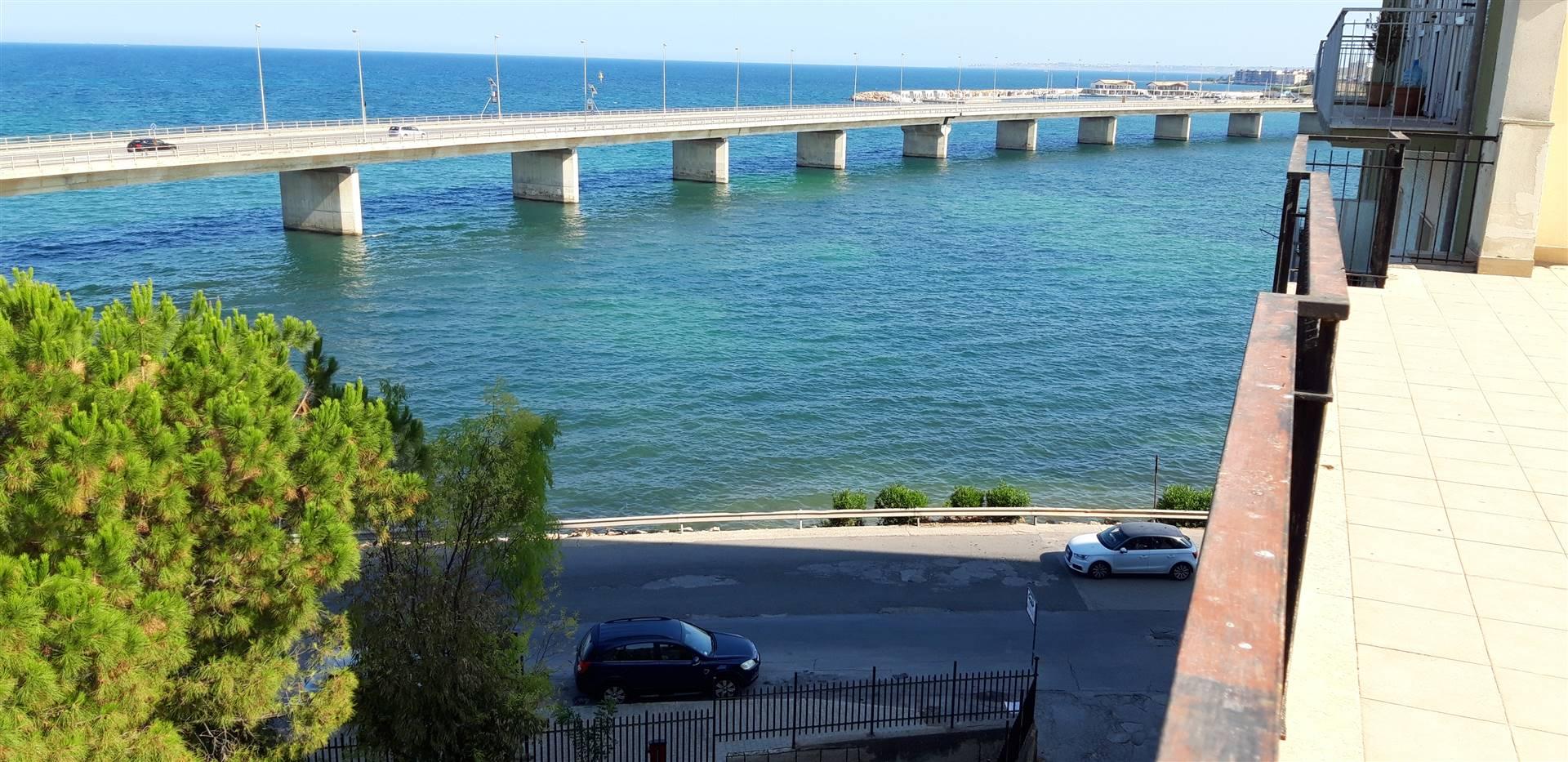 Appartamento in vendita a Augusta, 8 locali, zona Località: BORGATA, prezzo € 180.000 | PortaleAgenzieImmobiliari.it