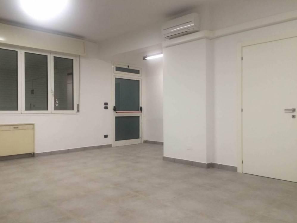 Ufficio / Studio in affitto a Casalecchio di Reno, 9999 locali, zona Zona: Meridiana, prezzo € 1.000 | CambioCasa.it