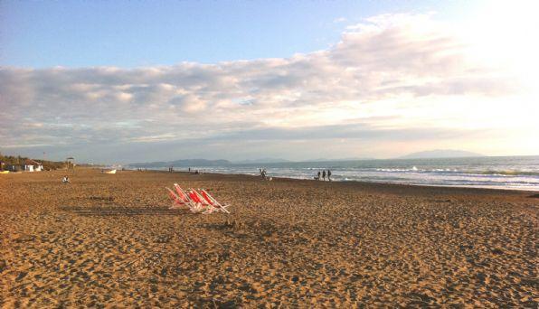sulla spiaggia al tramonto - aprile 2012