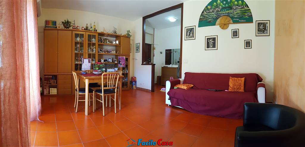 FORMIA, Apartment for sale of 116 Sq. mt., Good condition, Heating Individual heating system, Energetic class: G, placed at 1° on 5, composed by: 4