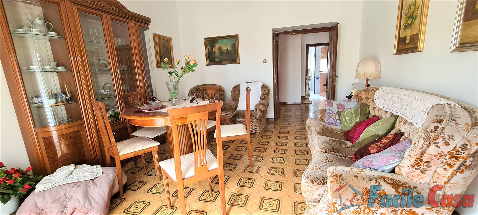 FORMIA, Apartment for sale of 100 Sq. mt., Good condition, Heating Individual heating system, Energetic class: G, placed at 2° on 5, composed by: 3