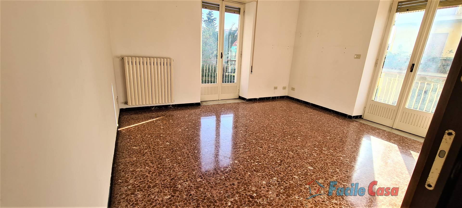 FORMIA, Квартира в аренду из 112 Км, Xорошо, Отопление Независимое, Класс энергосбережения: G, на земле 1° на 3, состоит из: 4 Помещения, Отдельная