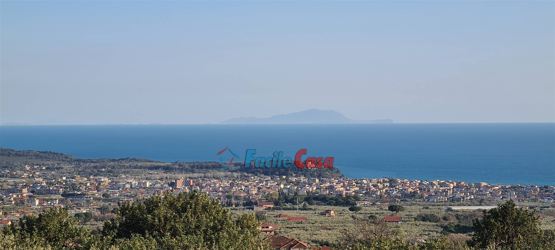 FORMIA, Villa for sale of 187 Sq. mt., Be restored, Heating Individual heating system, Energetic class: G, placed at Ground, composed by: 5 Rooms, 4